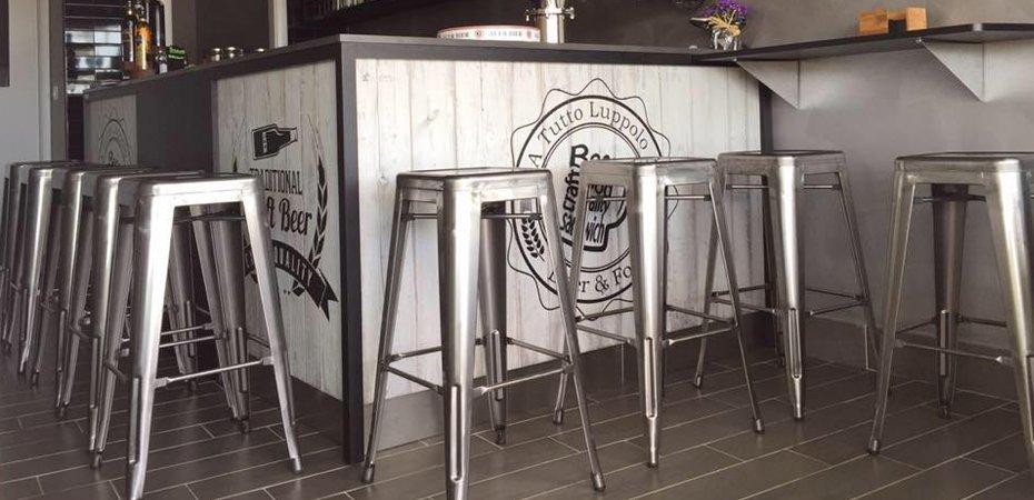 Catering e banqueting vintage e industriale with tavoli bar for Tavoli e sedie usati per bar